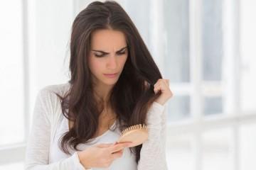 Donna capelli che cadono