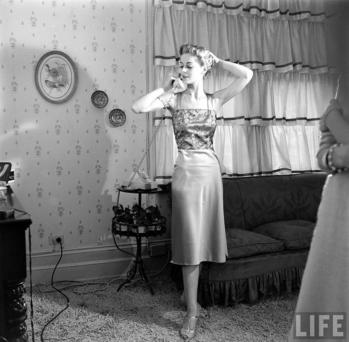 1462887668_180_Women-In-1940-1950s-In-Black-And-White-Photos-By-Nina-Leen