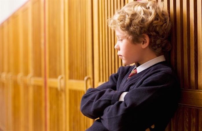 bambino senza amici scuola