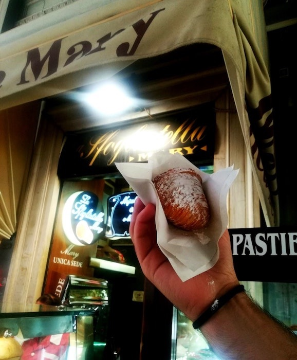 Napoli-Street-Food_Sfogliatelle